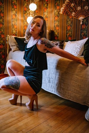 Anne-véronique speed dating in Fostoria & call girl